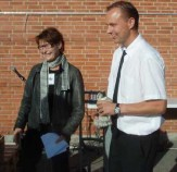 Lokalrådets formand Vibeke Lund overrækker Frederiksbergprisen 2012 til Søren Huusfelt